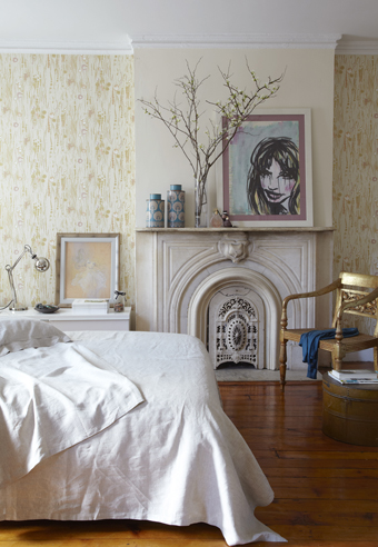 Photograph by Tara Striano, artworks by Mairi Duggan, Audrey Kawasaki. Wallpaper, Tres Tintas